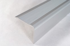 Алюминиевый порог-накладка на ступень 42 мм х 23 мм / 1 м, 2 м, 3 м (серебро)