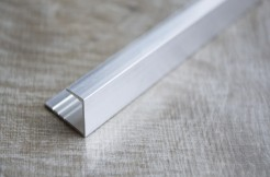 Алюминиевый П-образный профиль стартовый, торцевой, 10 мм, 270 см, без покрытия