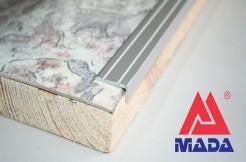 Алюминиевый порог, угловой, 25-10 мм, анодированный, с отверстиями, серебро